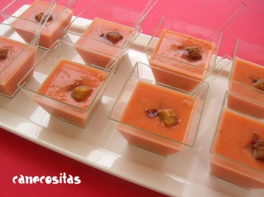 Sopa fría de tomate, gambas y jamón