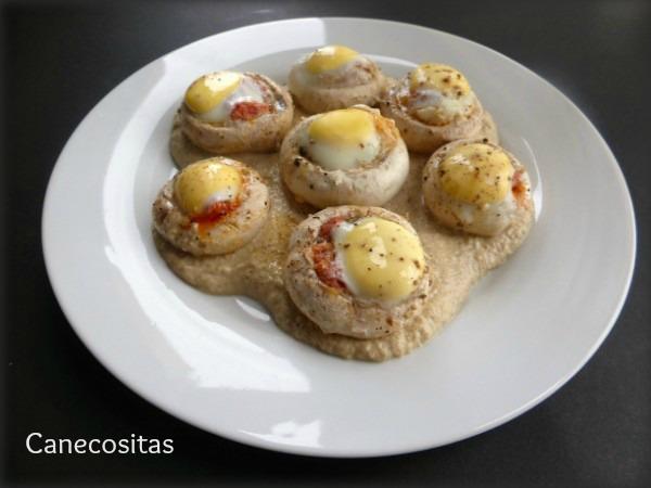 Huevos de codorniz en champiñon sobre salsa duxelles 1 thermomix