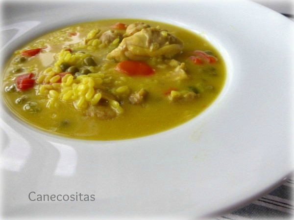 Arroz amarillo con pollo
