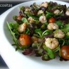 Ensalada templada de langostinos al ajillo con rúcula y tomatitos 2